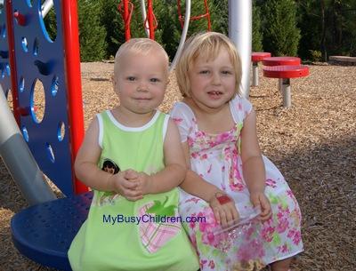 Маша и Светлана на детской площадке